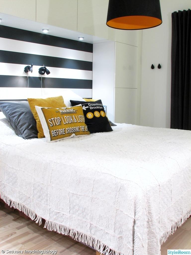 sovrum,svart,vitt,gult,grått,randig tapet,skåp,bestå,ikea,ferm ...