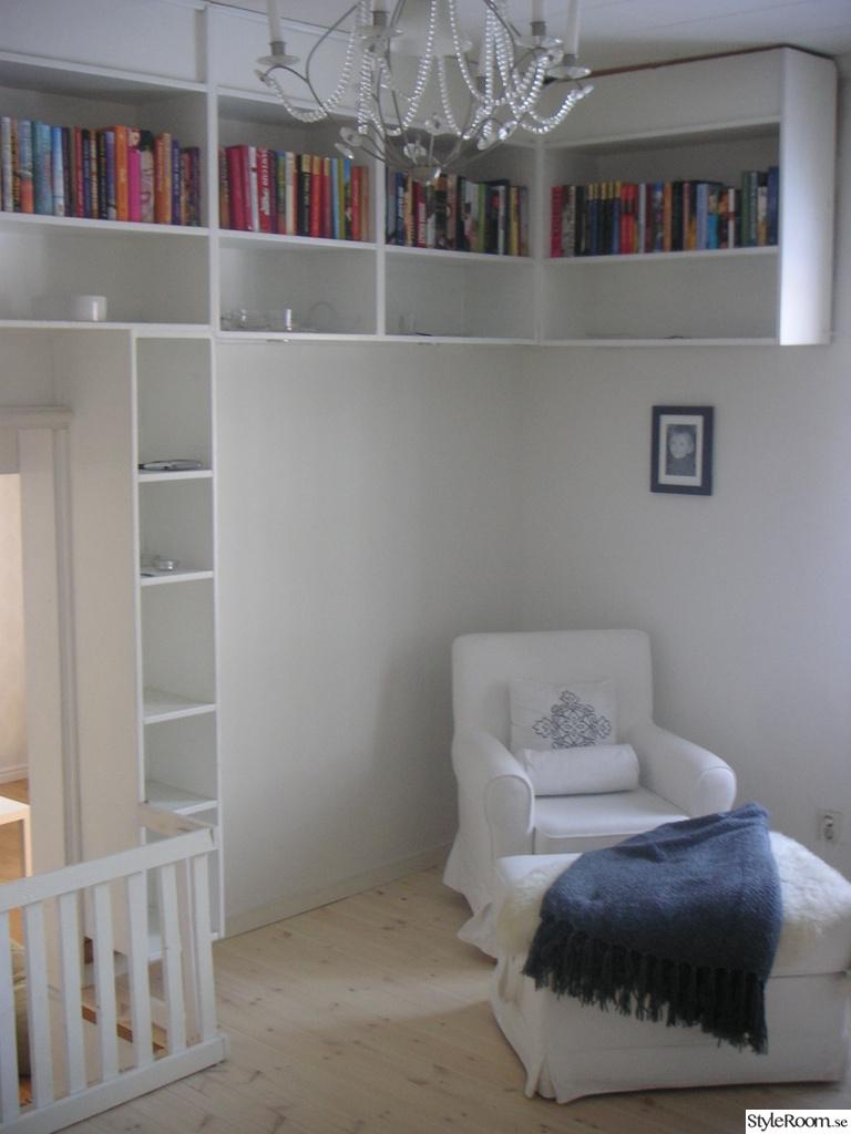 Bild på bokhylla - Vardagsrummet av KP-lina