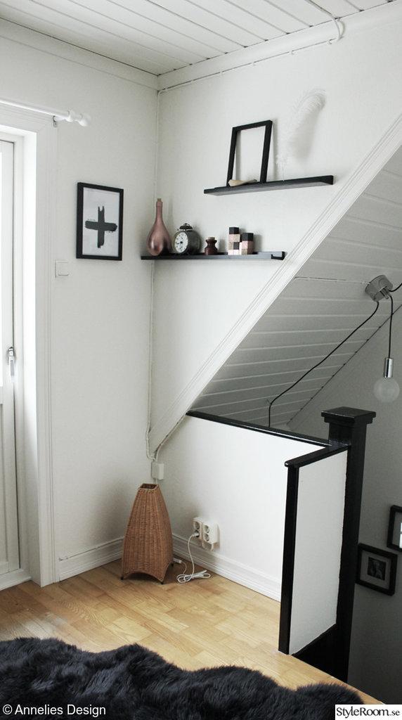 Renoverad liten hall, före och efterbilder Ett inredningsalbum på StyleRoom av Svartvittochrott