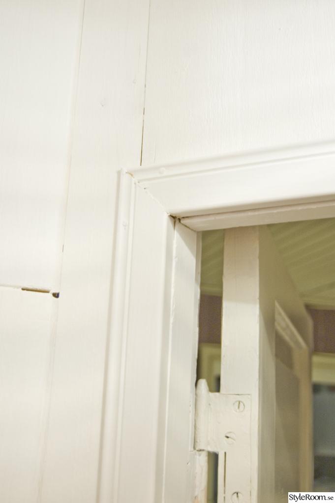... : hörnskafferi , platsbyggt skafferi , gå-in-skafferi , vitt golv