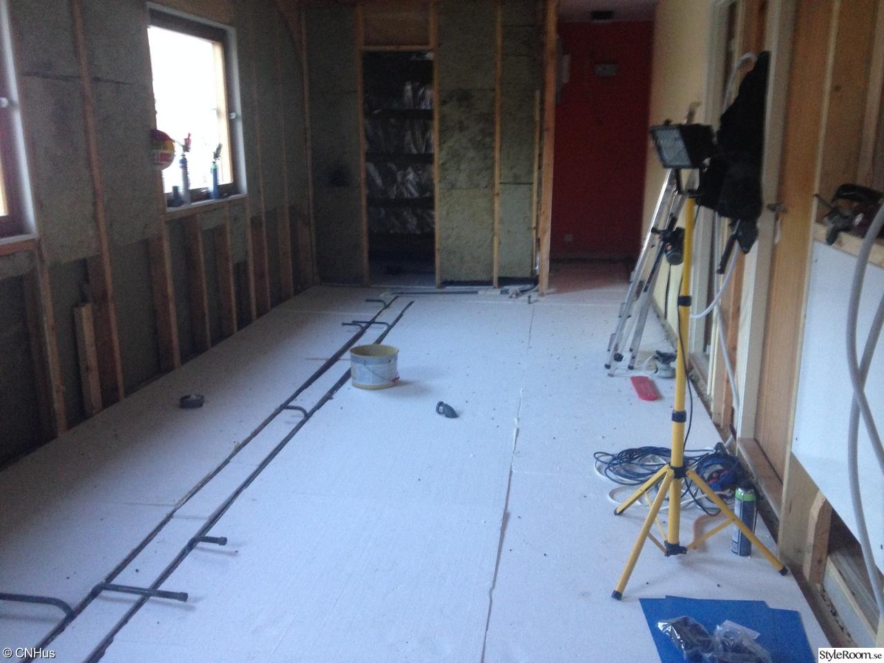 Bild på badrumsrenovering   renovering efter vattenläcka av bettanfn