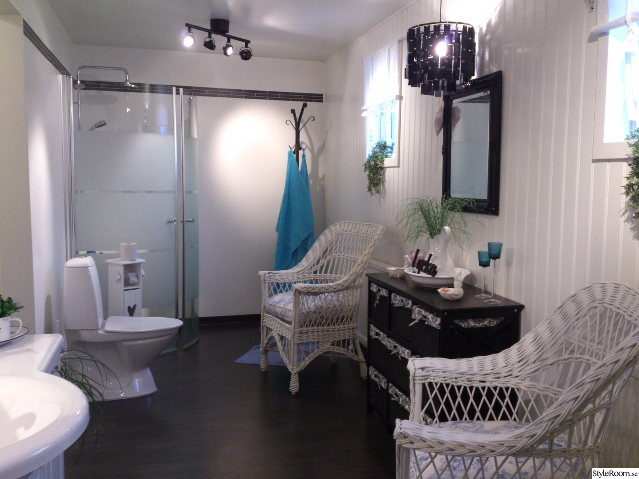 Bild på lampa badrum   badrummet före och efter renoveringen av ...