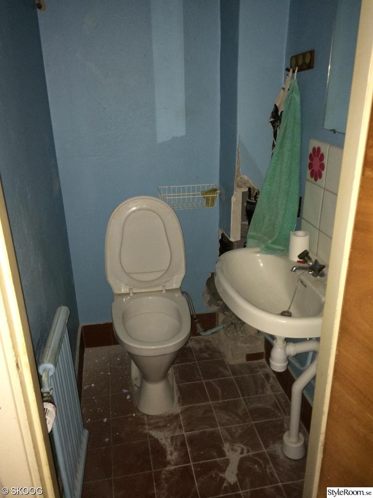 Bild på badrum före renovering   lägenheten före av seasalt