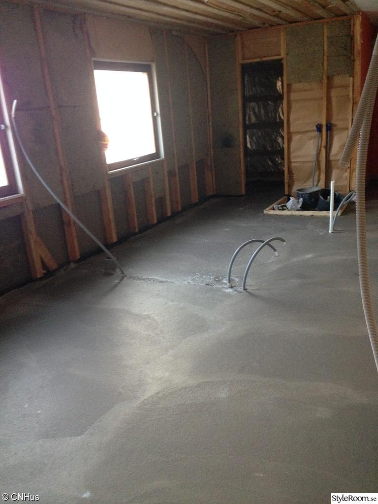 Bild på betonggolv   sunkigt badrum ska bli som nytt (med jacuzzi ...