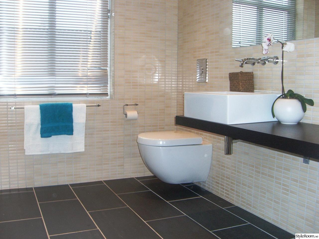 Badrum med fondvägg ~ xellen.com
