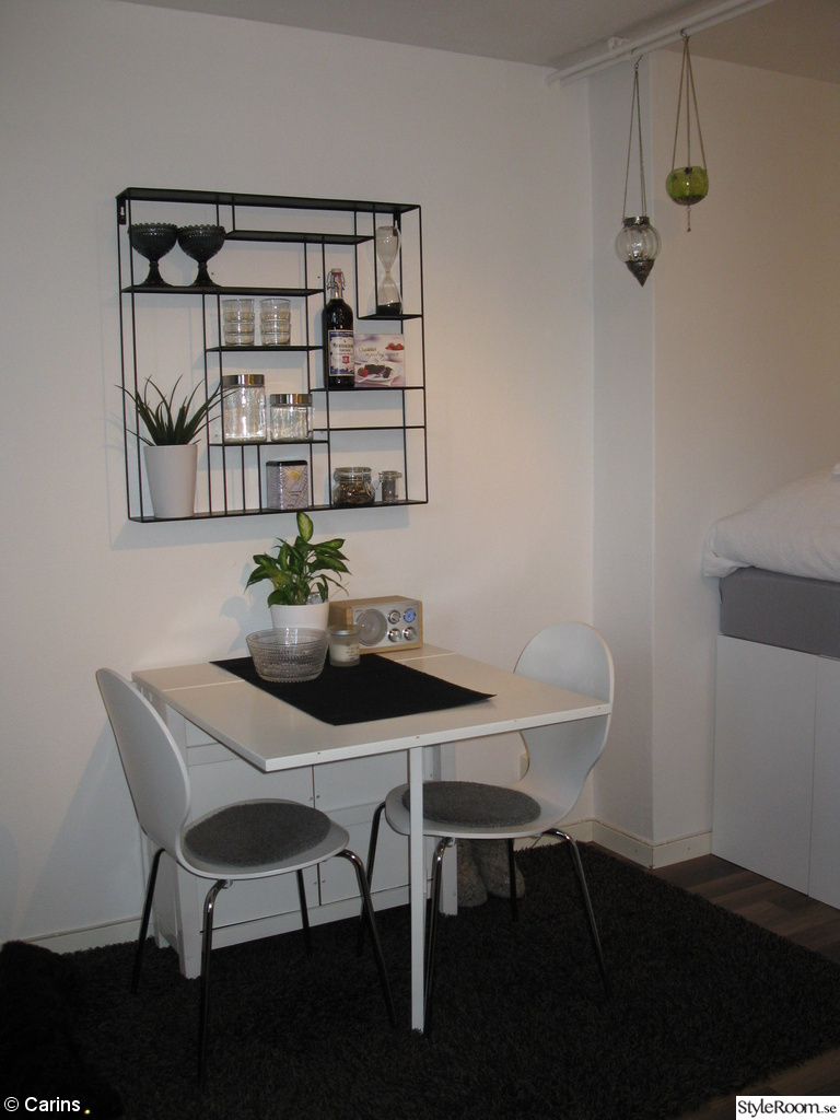 Köksbord,slagbord,köksstolar,bord,stolar,stolsdyna,hylla,labyrint,bruka Design,förvaring,compact