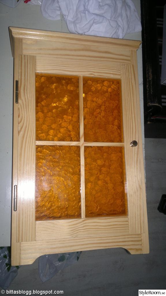 Ett litet skåp FÖRE och EFTER, till badrummet eller köket Ett inredningsalbum på StyleRoom av