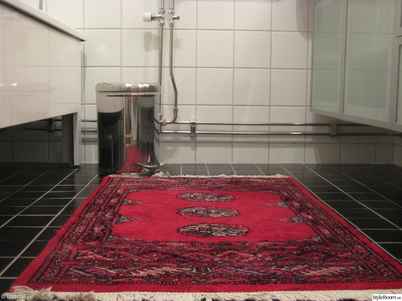 Bild på papperskorg   badrummet av victoriae