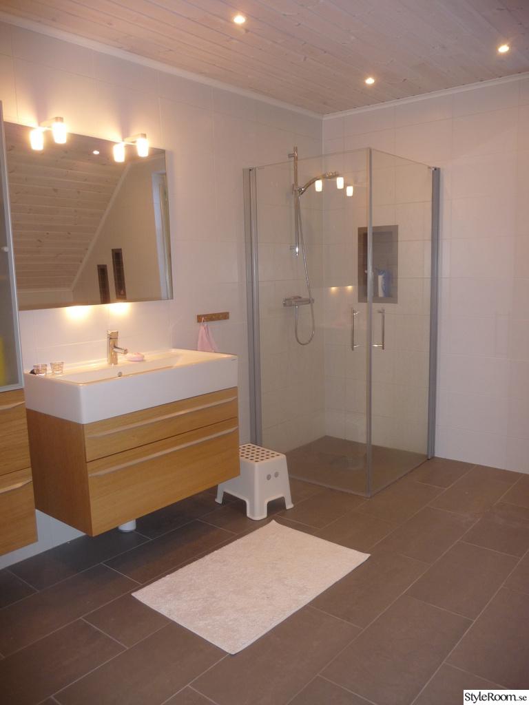 Trä på väggar i badrum ~ Xellen.com
