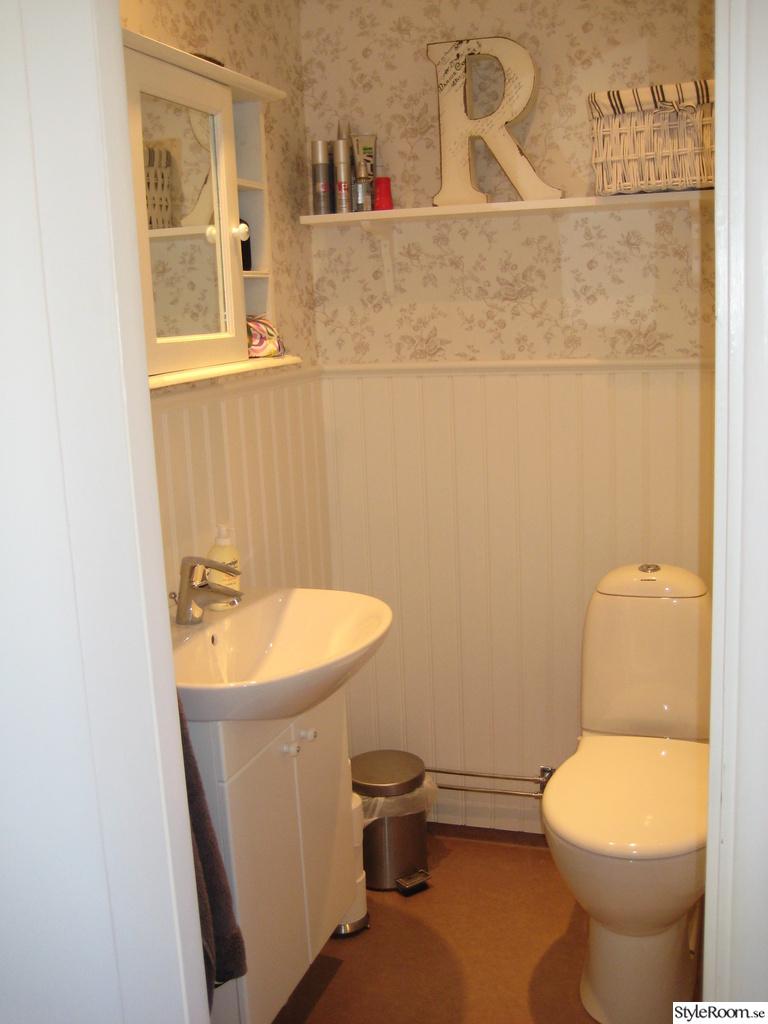 Inspirerande album på liten wc