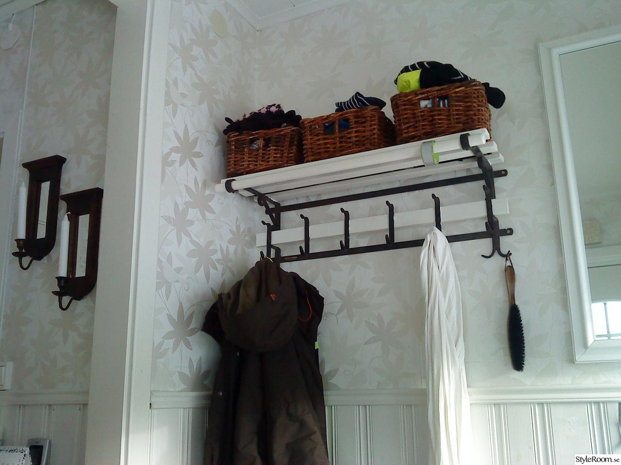 Hall och nybyggd lill toalett Ett inredningsalbum på StyleRoom av coffianna