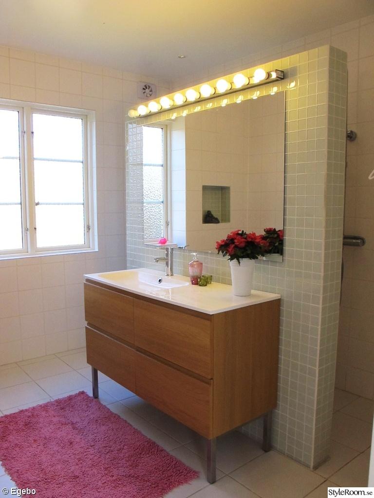 Bild på badrumsspegel   nu trivs vi i vårt fina badrum. av ...