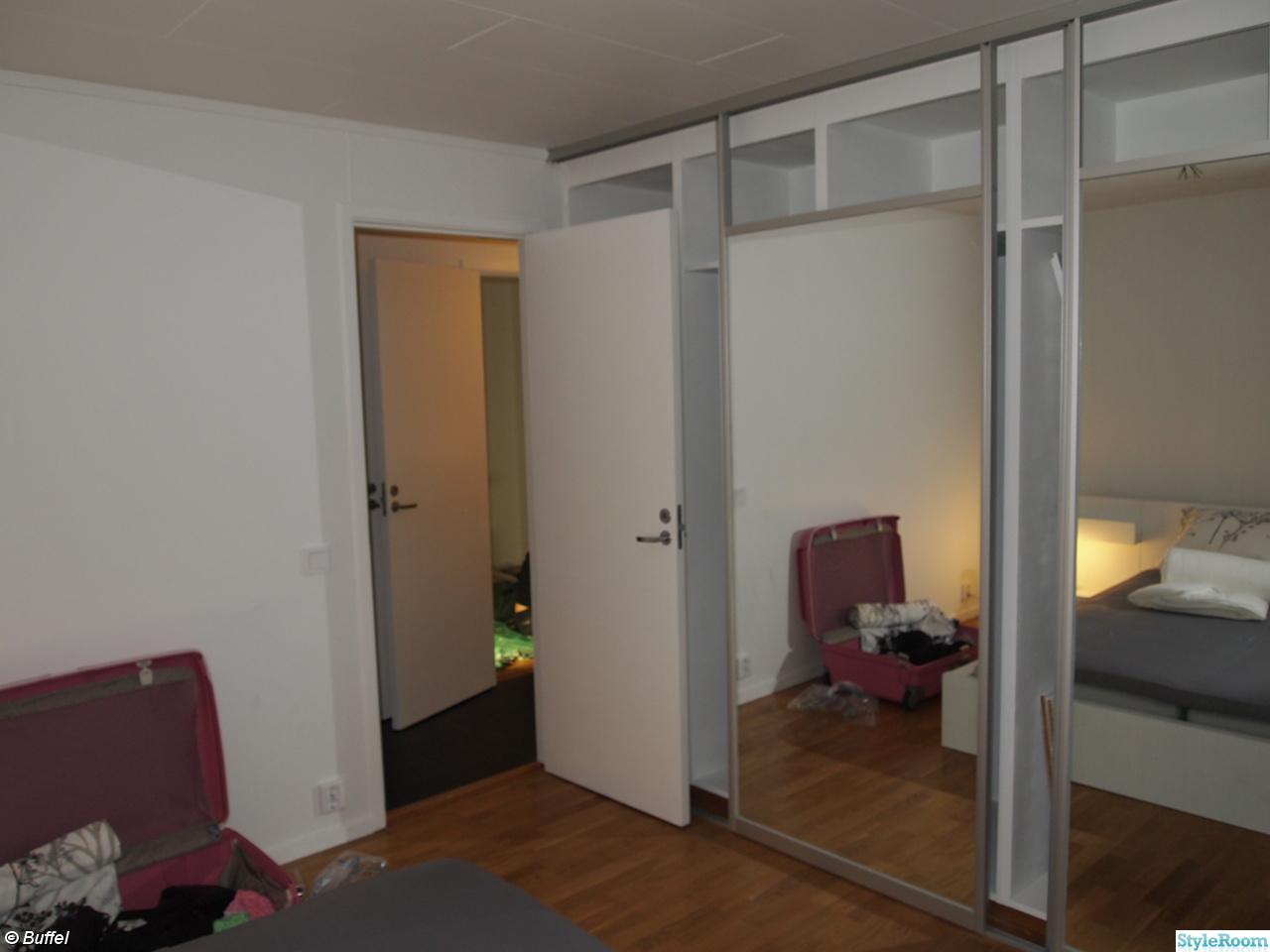 Garderob,skjutdörrar,spegel