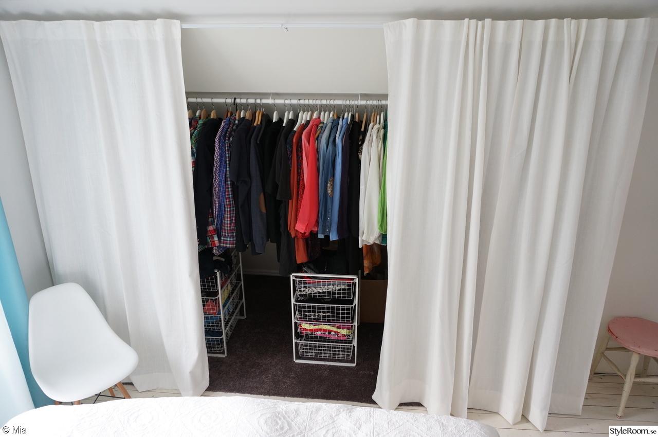 Kattvind i sovrum byggs om till öppen garderob - Hemma hos Mia