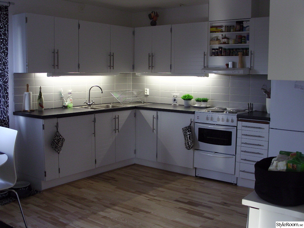 Vitt Kok Med Svart Bankskiva : kok svart vitt  inredning kok, kok i svart och vitt, inspiration