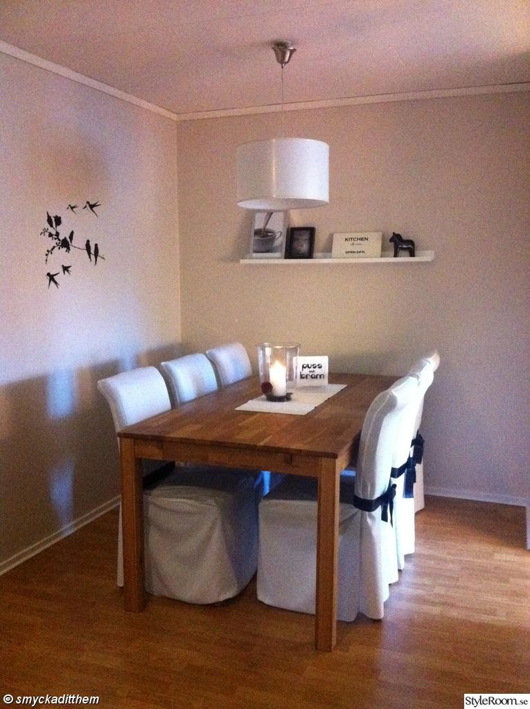 Marbodal Kok Vitrinskap : kok vitt ek  matbord,matrum,matsal,kok,bord,stolar,ek,vitt,svart