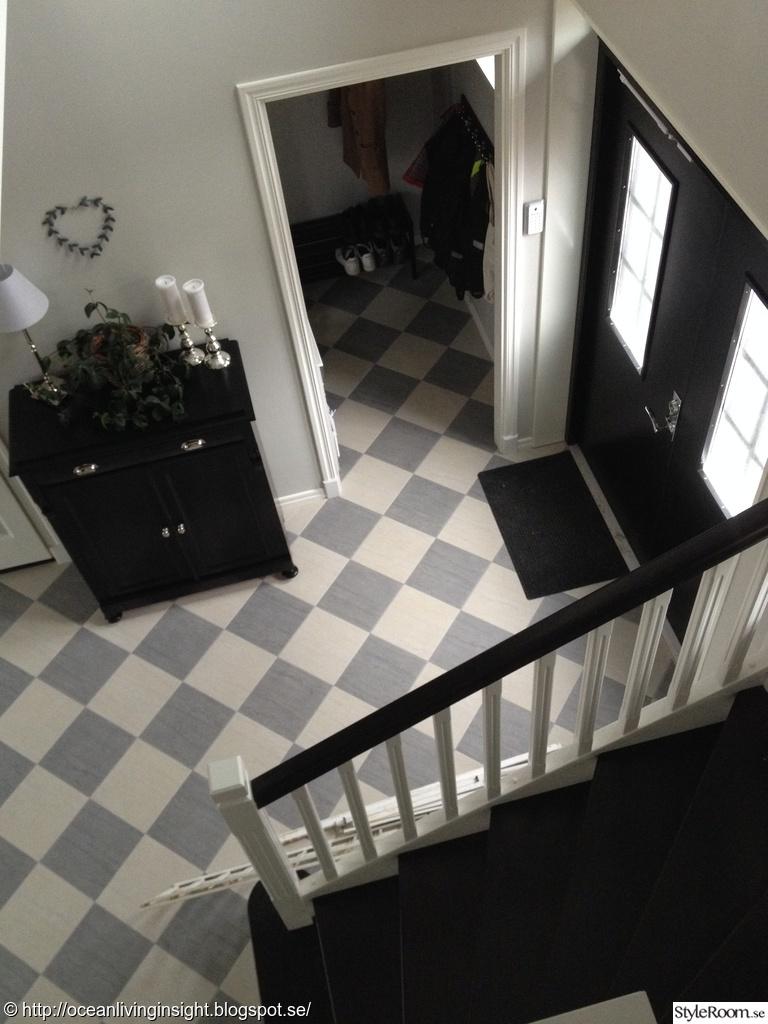 schackrutigt golv,svarta dubbeldörrar,hall,dubbeldörrar,vitt,grått ...