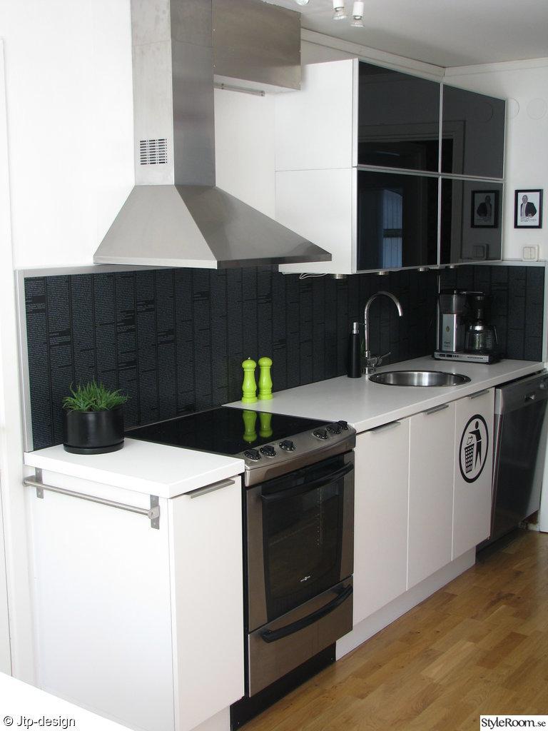 kök,fläktkåpa,spis,golv,faktum,rubrik skåplucka,diskaskin,salt och pepparkvarn,diskho,rund,svart