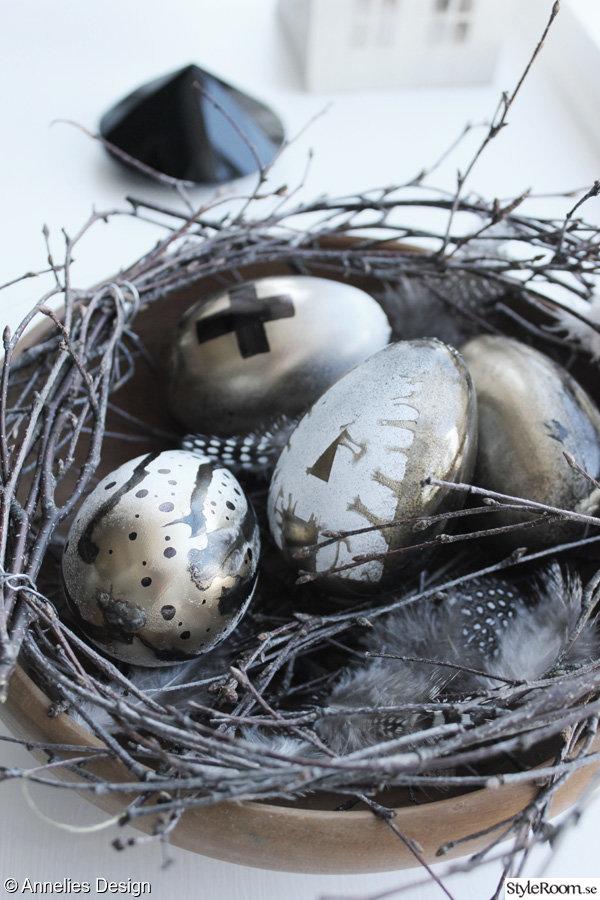 guld och svart,guldägg,påskpynt 2013,påskpyssel ägg,modernt påskpynt,påskris