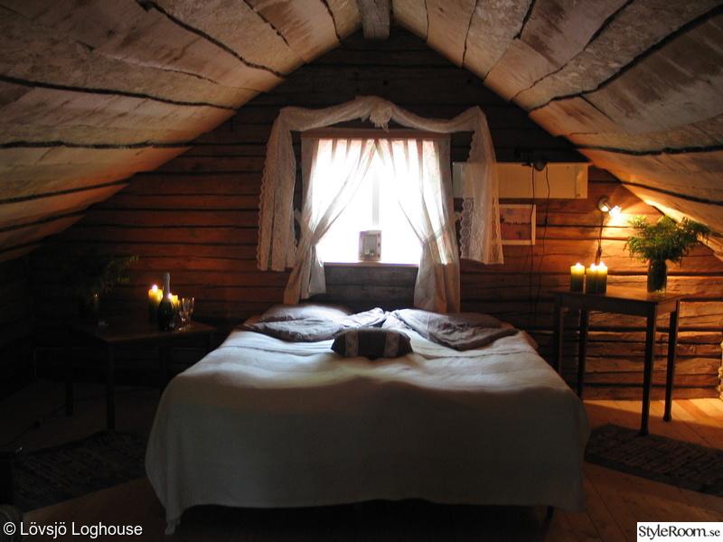 sovrum,säng,timmerhus,timmerstuga,okantade bräder