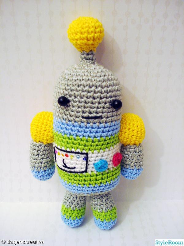 robot,röd,silver,gul,virkat