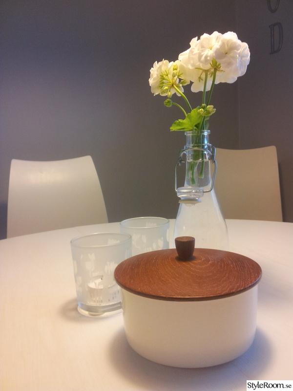 köksbord,secondhand,porslin,ljuslycktor,matplats
