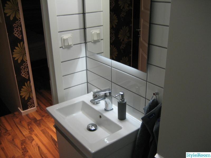 Bild på liten toalett efter renovering Renovering av huset Före och efter av Hardeman