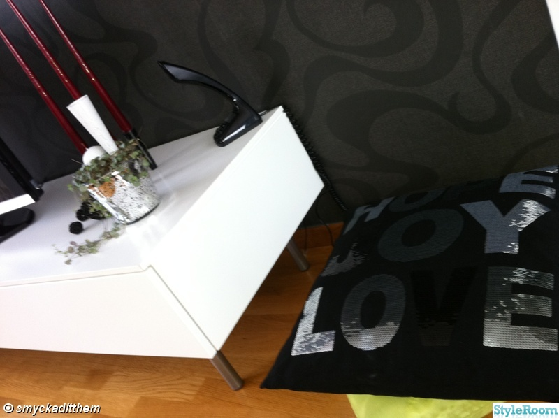 tvbänk,prynadskuddar,cobra telefon
