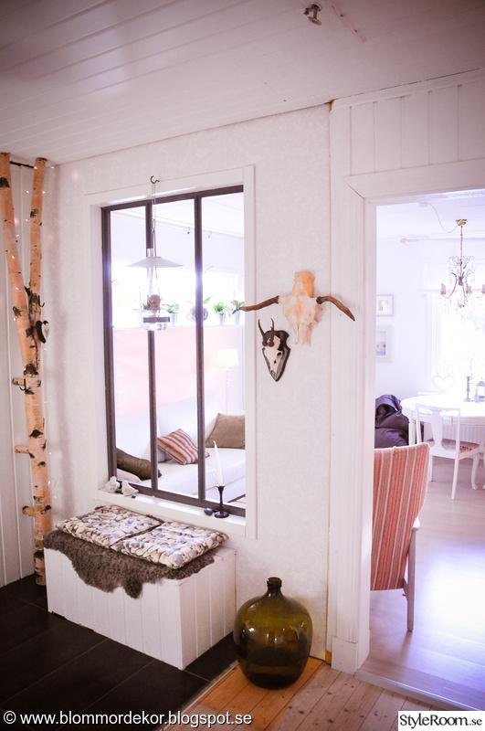 fönster,björk,klädhängare,fotogenlykta,sittbänk