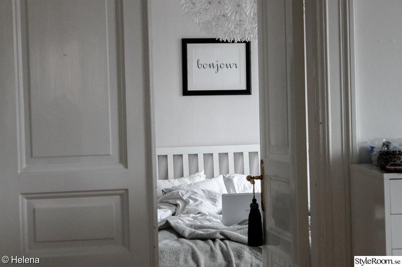 sovrum,pardörr,tavla,säng