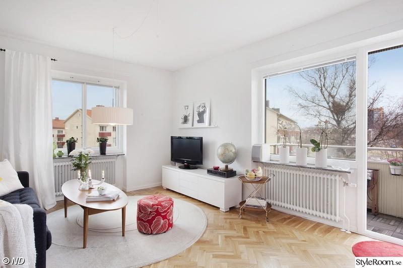 vardagsrum med soffbord i teak