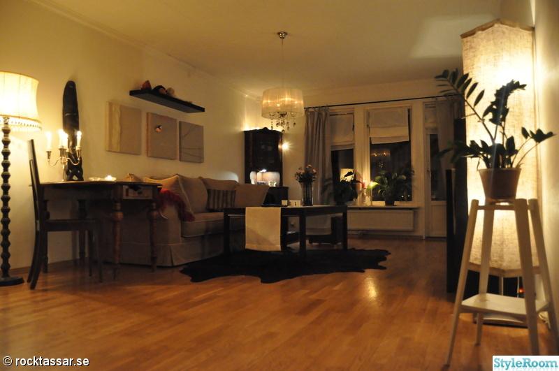 hörnskåp,taklampa,parkettgolv,vardagsrum,ikeahylla