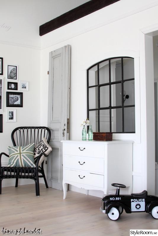 stallfönster,gammal dörr,pastell,svartvitt,spegeldörr