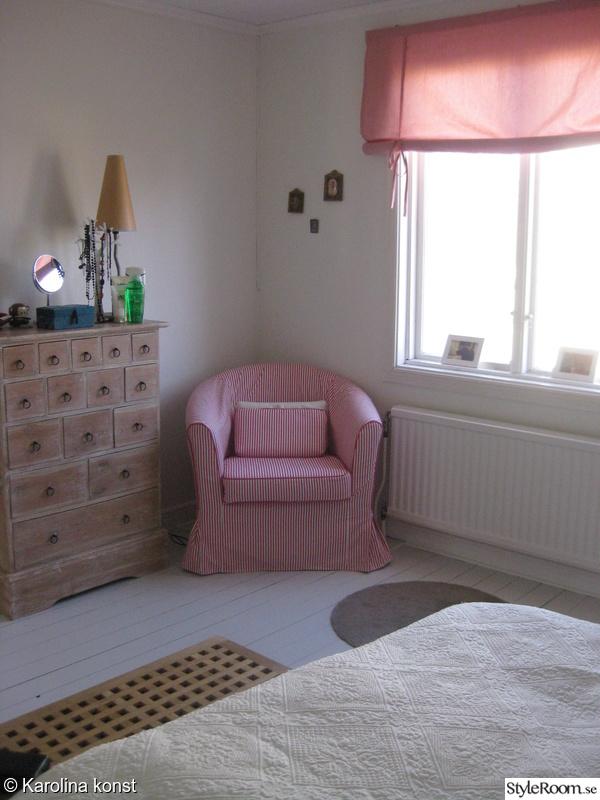 Bild på fåtölj Hall påövervåning och sovrum av KP lina