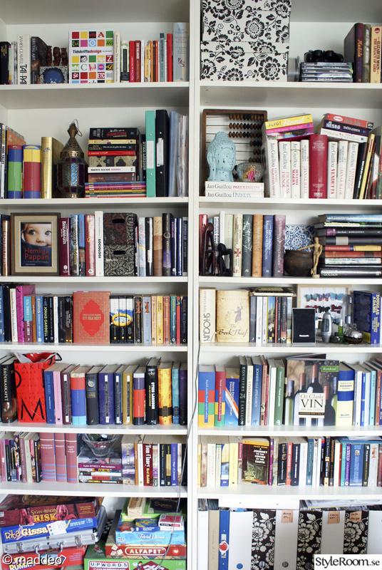 Bild på bokhylla Vardagsrummet av maddeo