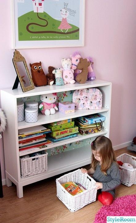 Bild på bokhylla Barnrum, flickrum av jeslin