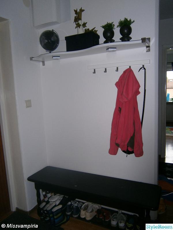 Bild på hatthylla Våran lägenhet av Missvampiria
