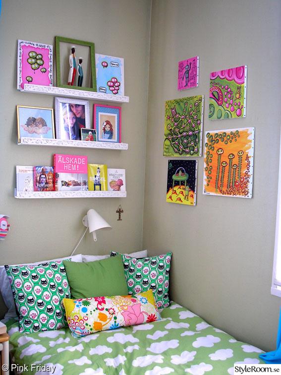 konst,tavlor,hylla,sovrum,säng