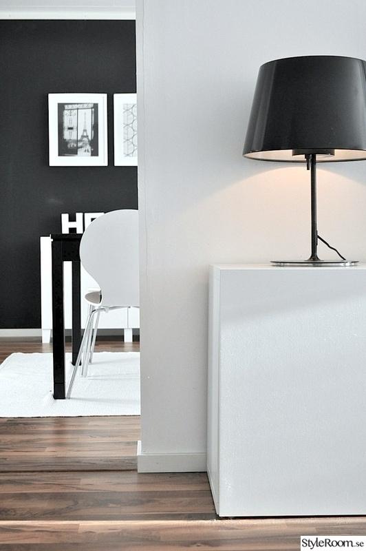 lampa,byrå,stol,vardagsrum