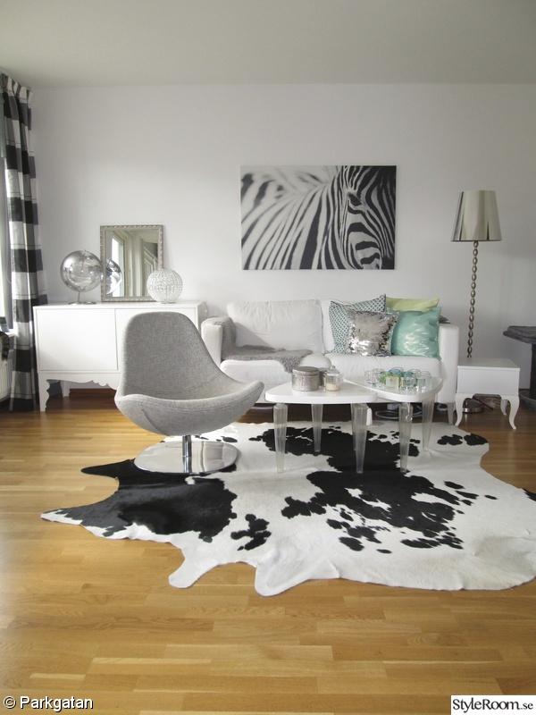 Gardin Till Koksfonster Ikea : karlstad soffa,tirup fotolj,zebra tavla,koldby kohud,lammskinn