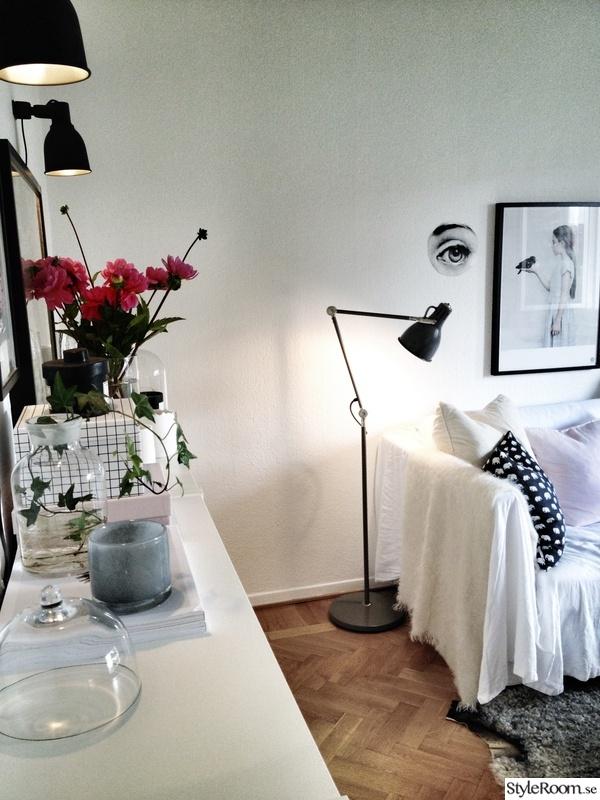 soffa,byrå,golvlampa,dekoration