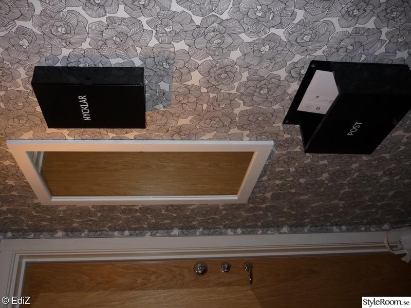 spegel,hallen,nyckelskåp,postlåda