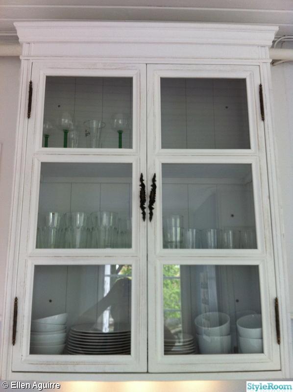 Bild på köksskåp Första sommaren i kapellet av ellen aguirre