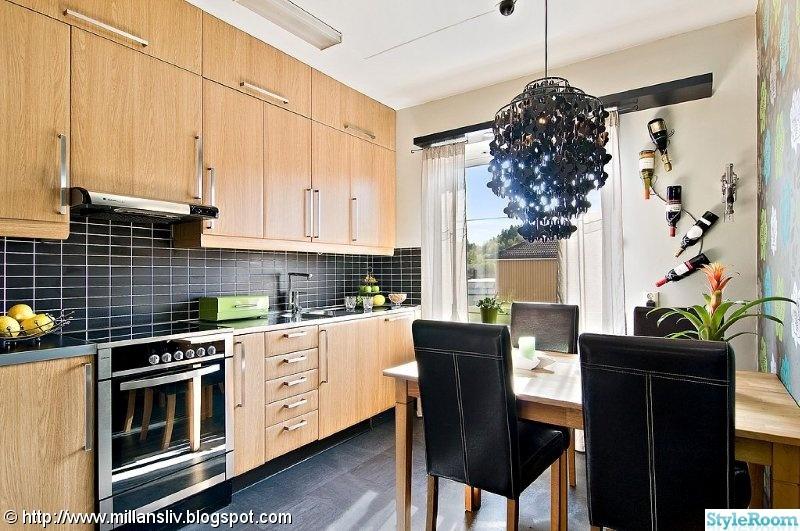 Svart Kokslampa : svart kokslampa,svart kakel,spis,ekluckor,kok svart golv