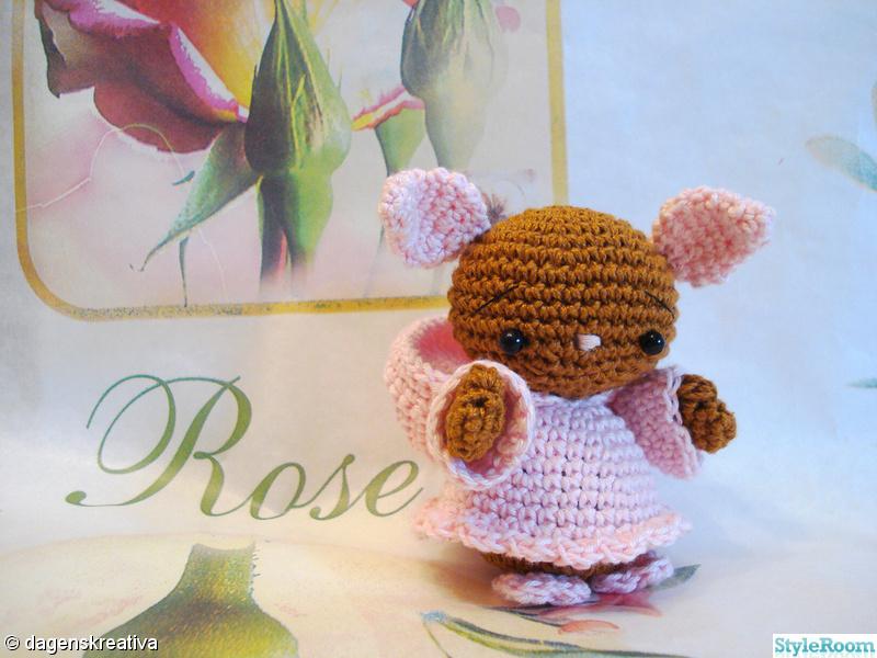 rosa,virkat,brun,liten,amigurumi