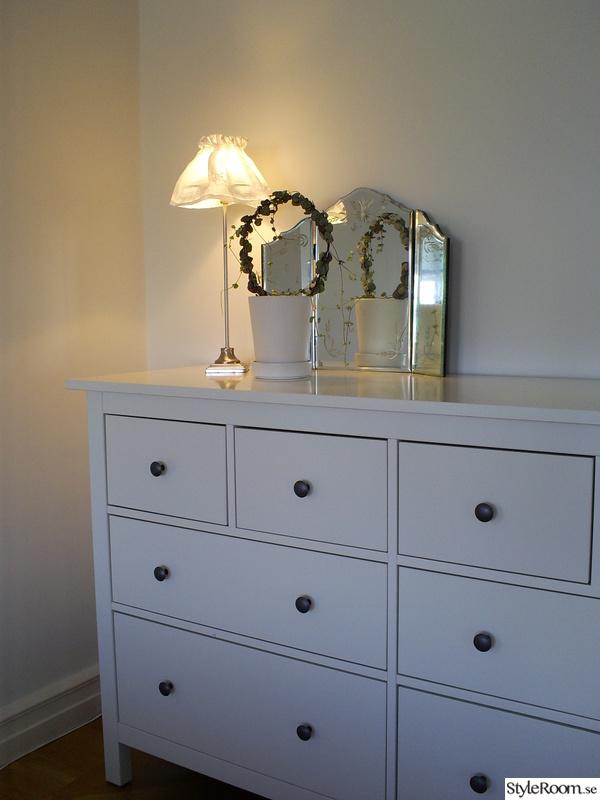 spegel,lådor,förvaring,byrå,lampa