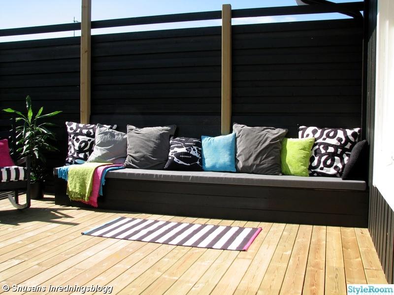 platsbyggd bänk ritning ~ bild på rosa  utomhus av susansnusan