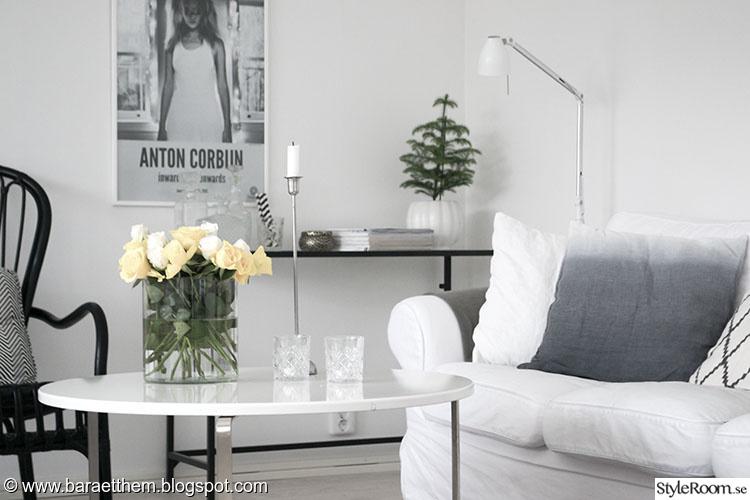 vardagsrum,soffa,soffbord,rosor,tavla