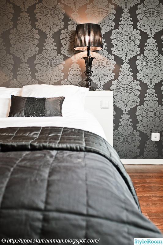 sovrum,fondvägg,överkast,sänglampa