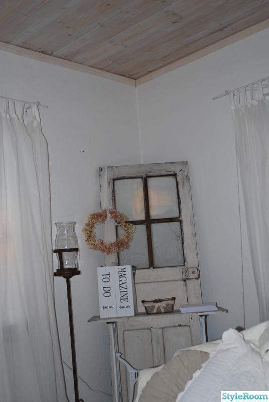 Bild på gammal dörr Vardagsrum av SjabbigtBlevShabby